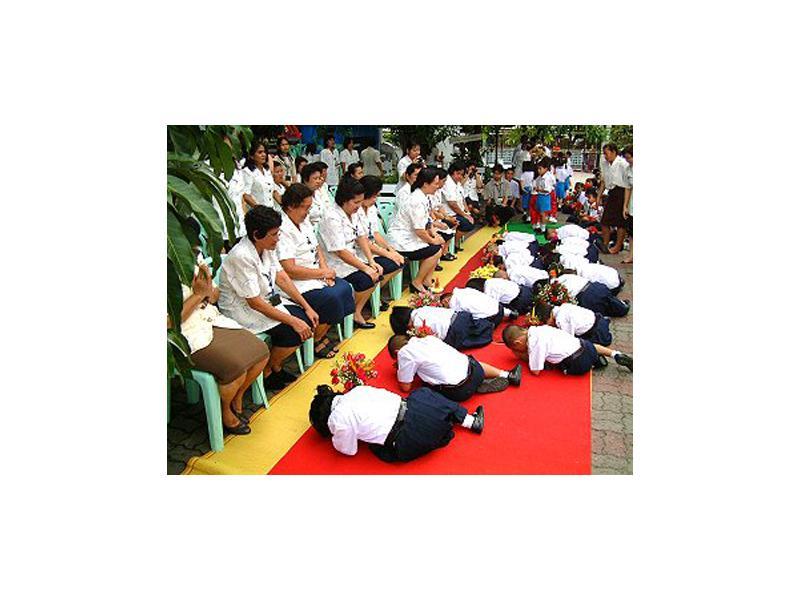 Schools in Thailand. Wai Kru ceremony