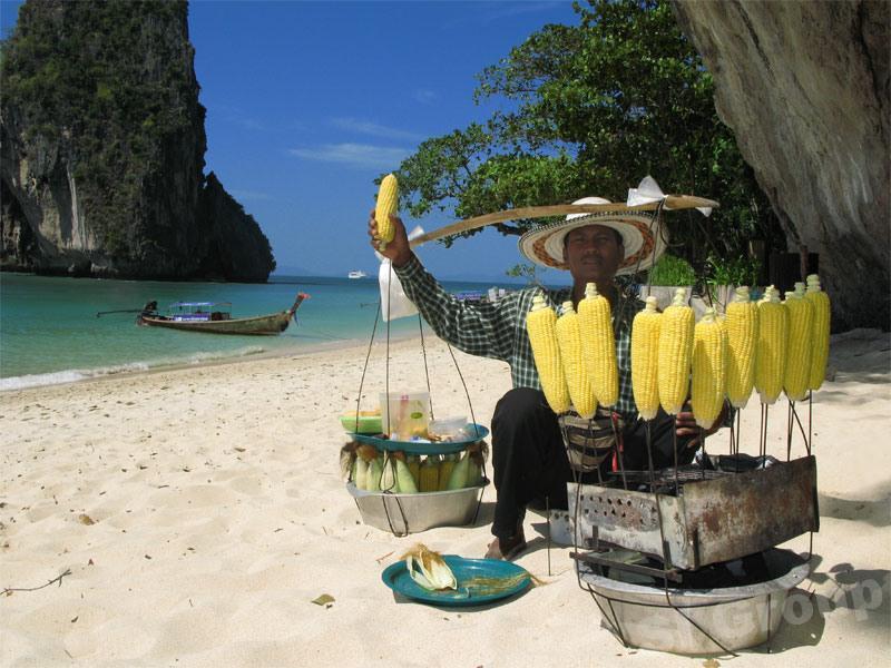 Пляжные торговцы на острове Пхукет
