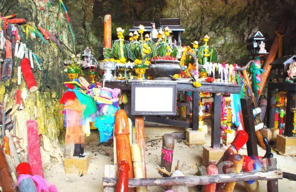 Пещера духа богини Прананг или пещера Фалосов