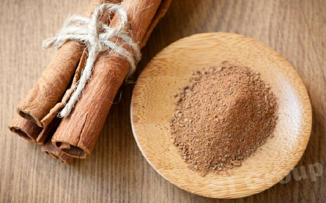 Корица Cinnamon (Cinnamon zeylanicum) Thai : ob-choei Season: All year round Availability: dry seed end powder Packaging: Plastic bag and glass jar