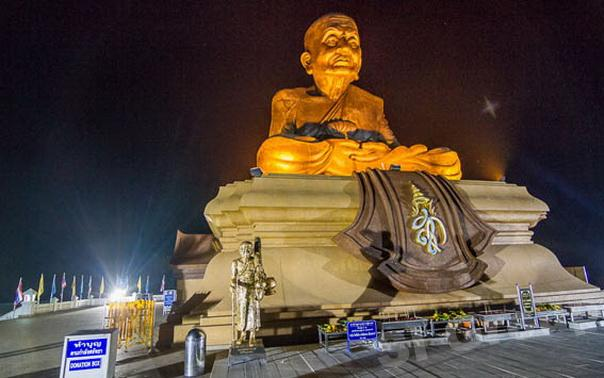 Attractions Hua Hin: Hua Hin Temple of Wat Huay Mongkol