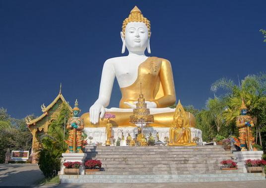 Экскурсии Чиангмай: храм Ват Пхратхат Дой Кхам (Wat Phra That Doi Kham)