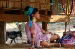 Женщины с кольцами на шее - племя